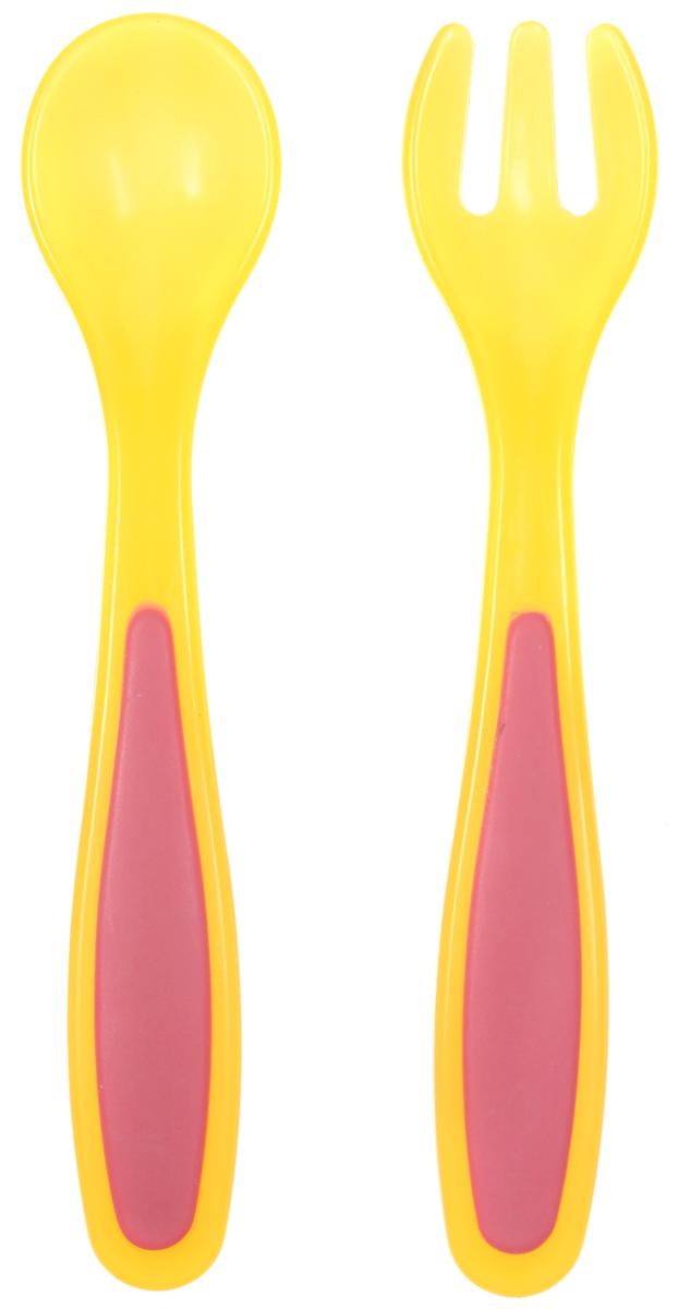 Bibi Набор детских столовых приборов Sensoline цвет желтый 2 предмета290103Самостоятельное питание - это гигантский прорыв для малышей. Они учатся держать ложку правильно и доносить еду к ротику, в основном имитируя этот процесс. Дети копируют взрослых, которых видят за столом. Очень большой поддержкой в этом процессе является детская посуда.Набор детских столовых приборов Bibi Sensoline включает в себя ложку и вилку из полипропилена.Эргономичная форма и нескользкая ручка приборов обеспечат удобство при кормлении. Вилка с закругленными кончиками и мягко отполированная ложка берегут нежные десны малыша. Хорошо подходит к тарелочкам и контейнерам Bibi.Для детей от 6 месяцев.Не содержит бисфенол А.
