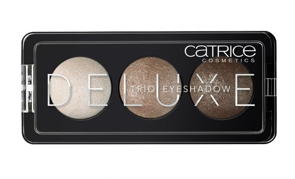 CATRICE Тени для век Deluxe Trio Eyeshadow 010 Antique Cest Tres Chic бежевые тона, 2,2гр5010777142037Премиум-трио. Три идеально подобранных тона в каждой палетке теней обладают интенсивным цветом и потрясающей стойкостью. Новые запеченные тени CATRICE Deluxe Trio Eyeshadow предлагают впечатляющую палитру оттенков и роскошный шиммерный финиш. Представленные в светло-коричневых, серых и баклажановых тонах, они помогут создать эффектный макияж глаз с мягкими цветовыми переходами.