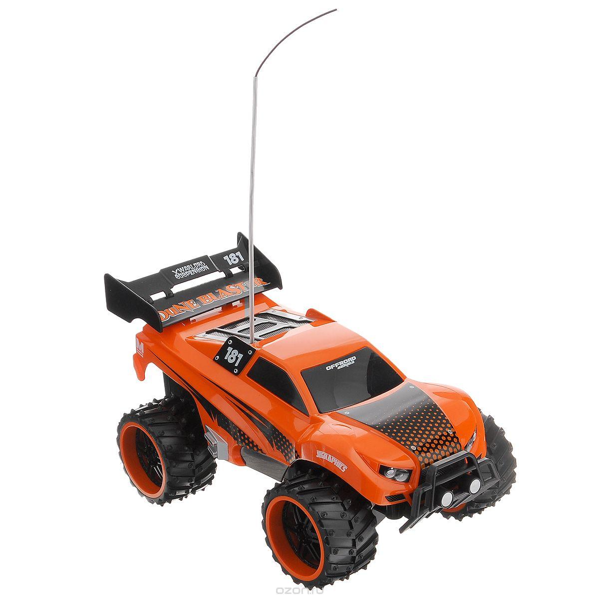 """Радиоуправляемая модель Maisto """"Внедорожник Dune Blaster"""" с ярким привлекающим внимание дизайном обязательно понравится всем любителям джипов. Корпус выполнен из высококачественного пластика и имеет высокую детализацию. Машина представляет собой копию внедорожника, уменьшенного в 16 раз. Двигается в нескольких направлениях: вперед, назад, вправо, влево. Большие шипованные шины обеспечивают высокую проходимость и быстрое преодоление препятствий. Автомобиль оснащен профессиональным передатчиком с частотой 27 MHz. Управление с помощью дистанционного пульта с рулевым управлением (поставляется в комплекте). В комплекте инструкция по эксплуатации на русском языке. Для работы машины рекомендуется докупить 4 батарейки напряжением 1,5V типа АА (товар комплектуется демонстрационными). Для работы пульта управления необходимо докупить 2 батарейки напряжением 1,5V типа АА (товар комплектуется демонстрационными)."""