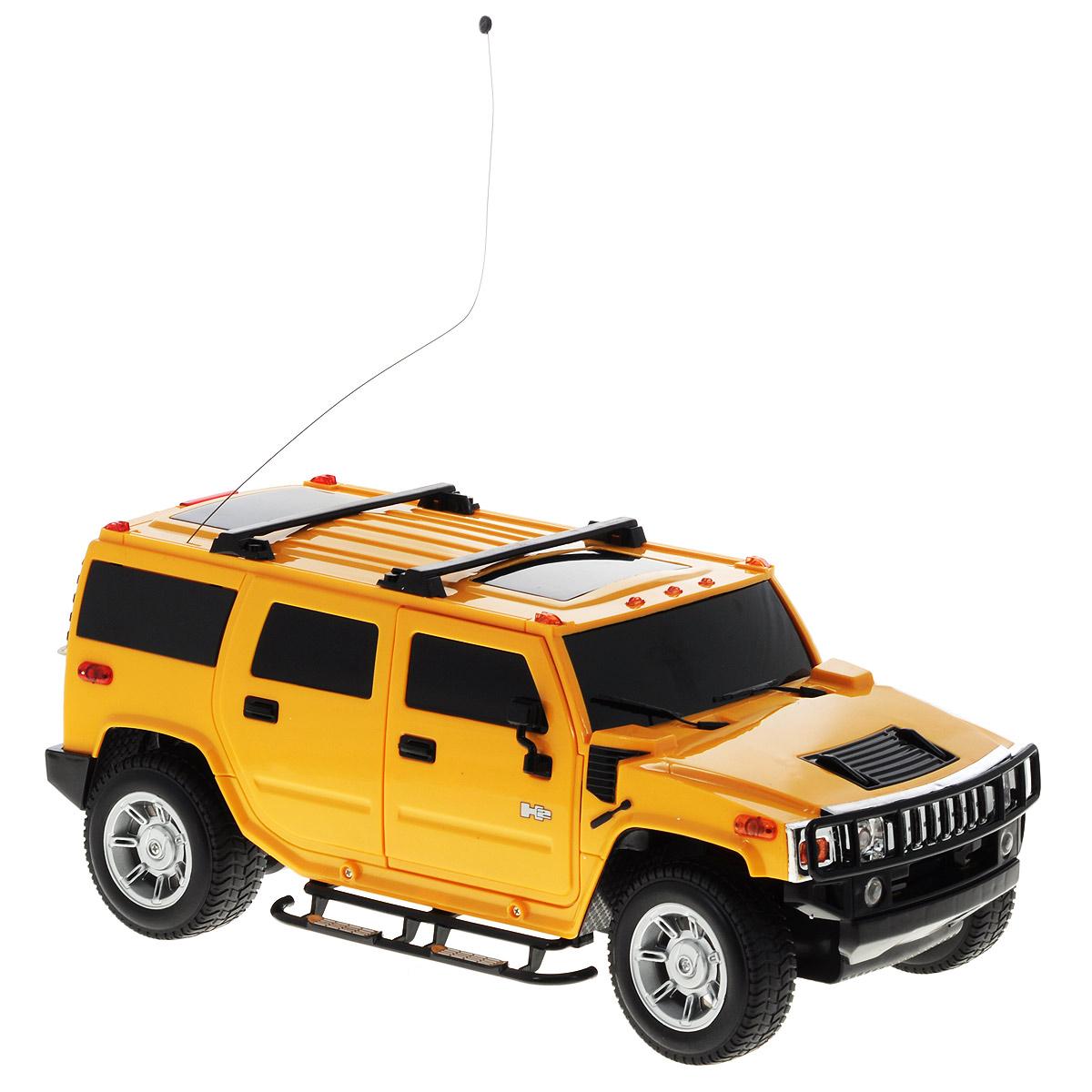 """Культовый американский внедорожник Hummer привлечет внимание как ребенка, так и взрослого и понравится любому, кто увлекается автомобилями. Маневренная и реалистичная уменьшенная копия """"Hummer H2"""" выполнена в точной детализации с настоящим автомобилем в масштабе 1/12. Управление машинкой происходит с помощью пульта. Машинка двигается вперед и назад, поворачивает направо и налево. Во время езды у нее можно включать свет фар. Колеса игрушки прорезинены и обеспечивают плавный ход, машинка не портит напольное покрытие. Радиоуправляемые игрушки способствуют развитию координации движений, моторики и ловкости. Ваш ребенок часами будет играть с моделью, придумывая различные истории и устраивая соревнования. Порадуйте его таким замечательным подарком! Питание: машина работает от аккумулятора напряжением 6V 800 mAh (входит в комплект); пульт управления работает от 6 батареек напряжением 1,5V типа AA (входят в комплект)."""
