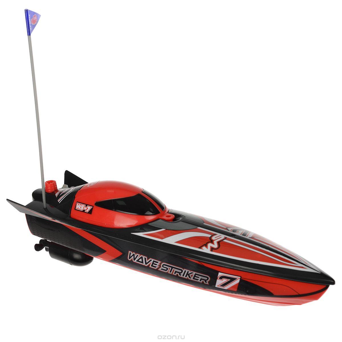 Спортивная лодка на радиоуправлении Wave Striker привлечет к себе внимание не только ребенка, но и взрослого, и станет отличным подарком любителю водной техники. Модель с двухканальным управлением изготовлена из прочных материалов и обладает высокой стабильностью движения, что позволяет полностью контролировать его процесс, управляя уверенно и без суеты. При помощи пульта управления лодка может перемещаться вперед-влево-вправо, назад-влево-вправо и останавливаться. Максимальная скорость движения - 2 км/ч. В наборе: лодка, флажок, пульт радиоуправления и инструкция по эксплуатации на русском языке. Ваш ребенок часами будет играть с моделью, придумывая различные истории и устраивая соревнования. Порадуйте его таким замечательным подарком! Лодка работает от 3 батарей напряжением 1,5V типа AA (входят в комплект). Пульт управления работает от 2 батарей напряжением 1,5V типа AAА (входят в комплект).