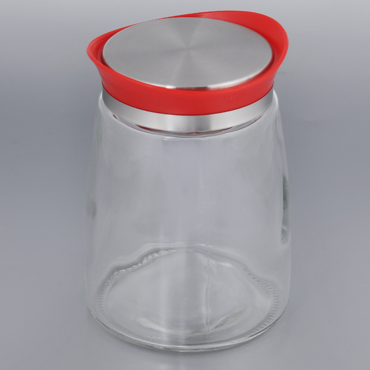 Банка для сыпучих продуктов Bohmann, цвет: красный, 1,3 л01340BHG/NEWЕмкость для сыпучих продуктов Bohmann изготовлена из прочного прозрачного стекла. Банка снабжена пластиковой крышкой с металлической вставкой, которая плотно и герметично закрывается, дольше сохраняя аромат и свежесть содержимого. Изделие предназначено для хранения различных сыпучих продуктов: круп, чая, сахара, орехов и многого другого.Функциональная и вместительная, такая банка станет незаменимым аксессуаром на любой кухне. Диаметр (по верхнему краю): 8,5 см.Высота (без учета крышки): 16,5 см.Высота (с учетом крышки): 17,5 см.