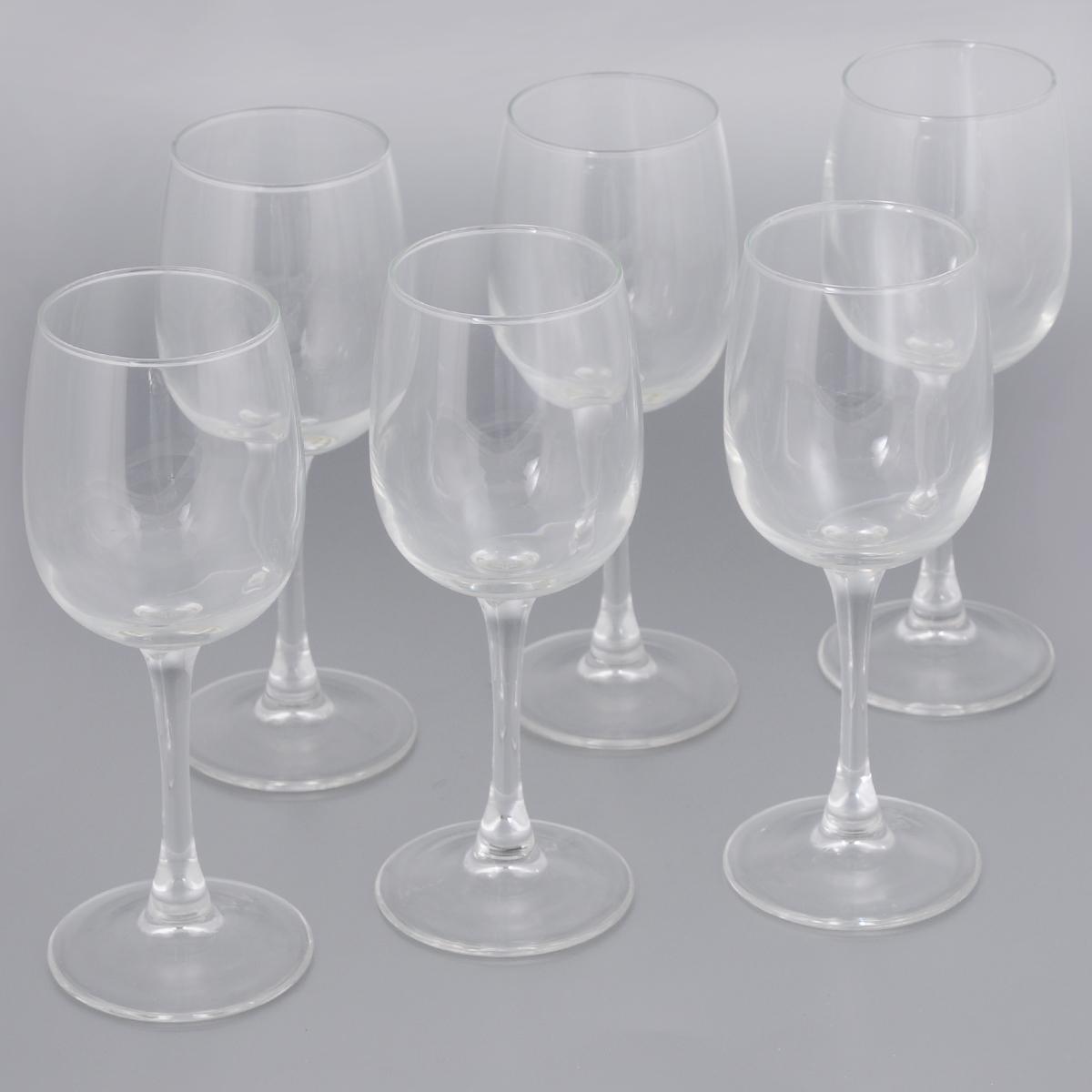 Набор фужеров для вина Luminarc Allegresse, 230 мл, 6 штVT-1520(SR)Набор Luminarc Allegresse состоит из 6 классических фужеров, выполненных из прочного натрий-кальций-силикатного стекла. Изделия оснащены высокими тонкими ножками и предназначены для подачи вина. Они сочетают в себе элегантный дизайн и функциональность. Благодаря такому набору пить напитки будет еще вкуснее.Набор фужеров Luminarc Allegresse прекрасно оформит праздничный стол и создаст приятную атмосферу за романтическим ужином. Такой набор также станет хорошим подарком к любому случаю.Можно мыть в посудомоечной машине.Диаметр фужера (по верхнему краю): 5,8 см. Высота фужера: 18,2 см.Диаметр основания: 7 см.