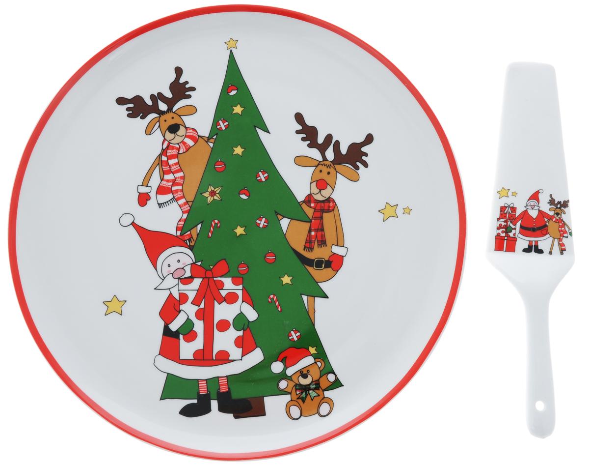 Набор для торта Nuova R2S Дед Мороз с друзьями, 2 предмета115510Набор для торта Nuova R2S Дед Мороз с друзьями состоит из круглого блюда и лопатки. Изделия выполнены из керамики и оформлены ярким изображением. Набор идеален для подачи тортов, пирогов и другой выпечки.Яркий новогодний дизайн сделает набор изысканным украшением праздничного стола.Диаметр блюда: 30,5 см. Высота блюда: 2,5 см.Длина лопатки: 26 см.