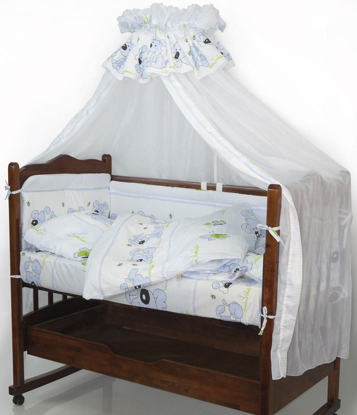 Топотушки Комплект детского постельного белья Дружок цвет голубой 7 предметов531-105Комплект постельного белья из 7 предметов включает все необходимые элементы для детской кроватки. Комплект создает для Вашего ребенка уют, комфорт и безопасную среду с рождения, современный дизайн и цветовые сочетания помогают ребенку адаптироваться в новом для него мире. Комплекты «Топотушки» хорошо вписываются в интерьер как детской комнаты, так и спальни родителей. Как и все изделия «Топотушки» данный комплект отражает самые последние технологии, является безопасным для малыша и экологичным. Российское происхождение комплекта гарантирует стабильно высокое качество, соответствие актуальным пожеланиям потребителей, конкурентоспособную цену.Комплектация: Балдахин 3м (вуаль); охранный бампер 360х50см. (из 4-х частей, наполнитель – холлофайбер); подушка 40х60см. (наполнитель – холлофайбер); одеяло 140х110см. (наполнитель – холлофайбер); наволочка 40х60см; пододеяльник 147х112см; простынь 140х95см.