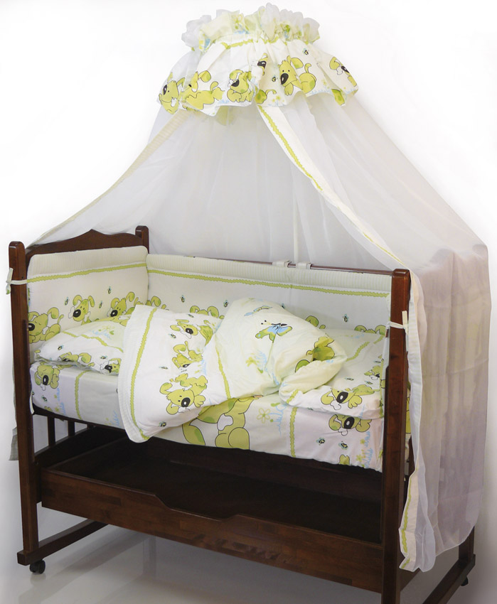 Топотушки Комплект детского постельного белья Дружок цвет зеленый 7 предметов531-105Комплект постельного белья из 7 предметов включает все необходимые элементы для детской кроватки. Комплект создает для Вашего ребенка уют, комфорт и безопасную среду с рождения, современный дизайн и цветовые сочетания помогают ребенку адаптироваться в новом для него мире. Комплекты «Топотушки» хорошо вписываются в интерьер как детской комнаты, так и спальни родителей. Как и все изделия «Топотушки» данный комплект отражает самые последние технологии, является безопасным для малыша и экологичным. Российское происхождение комплекта гарантирует стабильно высокое качество, соответствие актуальным пожеланиям потребителей, конкурентоспособную цену.Комплектация: Балдахин 3м (вуаль); охранный бампер 360х50см. (из 4-х частей, наполнитель – холлофайбер); подушка 40х60см. (наполнитель – холлофайбер); одеяло 140х110см. (наполнитель – холлофайбер); наволочка 40х60см; пододеяльник 147х112см; простынь 140х95см.