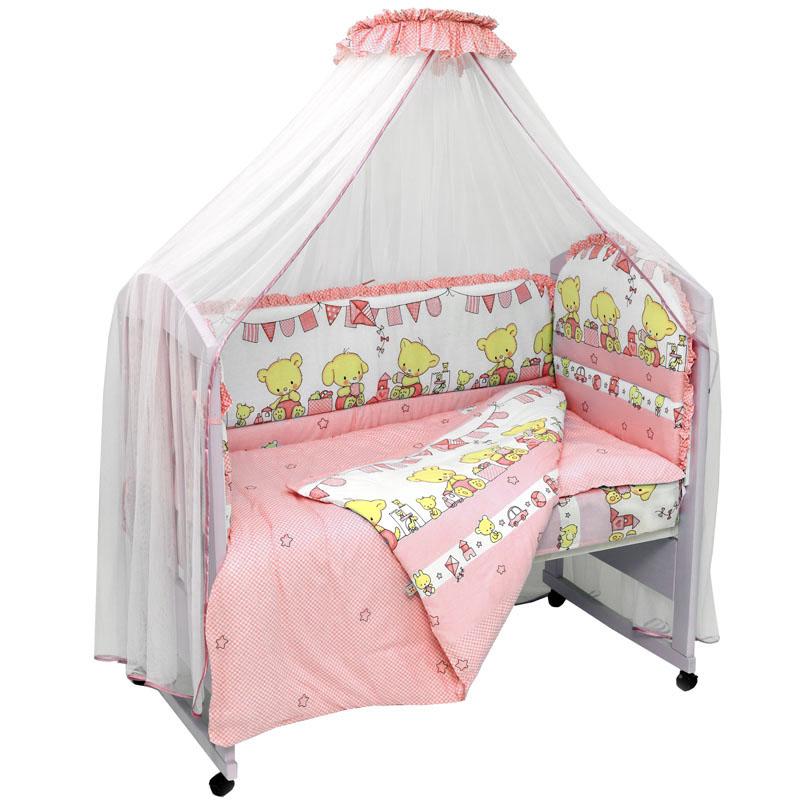 Топотушки Комплект детского постельного белья Звездочка цвет розовый 7 предметов106-026Комплект постельного белья из 7 предметов включает все необходимые элементы для детской кроватки. Комплект создает для Вашего ребенка уют, комфорт и безопасную среду с рождения, современный дизайн и цветовые сочетания помогают ребенку адаптироваться в новом для него мире. Комплекты «Топотушки» хорошо вписываются в интерьер как детской комнаты, так и спальни родителей. Как и все изделия «Топотушки» данный комплект отражает самые последние технологии, является безопасным для малыша и экологичным. Российское происхождение комплекта гарантирует стабильно высокое качество, соответствие актуальным пожеланиям потребителей, конкурентоспособную цену.Балдахин 5м (сетка); охранный бампер 360х50см. (из 4-х частей, наполнитель – холлофайбер); подушка 40х60см. (наполнитель – холлофайбер); одеяло 140х110см. (наполнитель – холлофайбер); наволочка 40х60см; пододеяльник 147х112см; простынь на резинке 120х60см