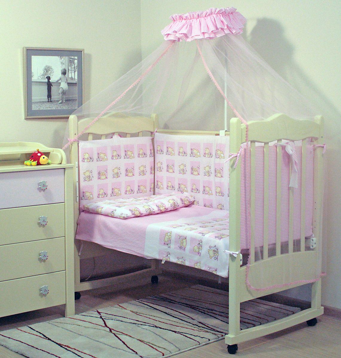 Топотушки Комплект детского постельного белья Мишутка цвет розовый 7 предметов5145Комплект постельного белья из 7 предметов включает все необходимые элементы для детской кроватки. Комплект создает для Вашего ребенка уют, комфорт и безопасную среду с рождения, современный дизайн и цветовые сочетания помогают ребенку адаптироваться в новом для него мире. Комплекты «Топотушки» хорошо вписываются в интерьер как детской комнаты, так и спальни родителей. Как и все изделия «Топотушки» данный комплект отражает самые последние технологии, является безопасным для малыша и экологичным. Российское происхождение комплекта гарантирует стабильно высокое качество, соответствие актуальным пожеланиям потребителей, конкурентоспособную цену.Комплектация: Балдахин 3м (сетка); охранный бампер 360х50см. (из 4-х частей, наполнитель – холлофайбер); подушка 40х60см. (наполнитель – холлофайбер); одеяло 140х110см. (наполнитель – холлофайбер); наволочка 40х60см; пододеяльник 147х112см; простынь на резинке 120х60см