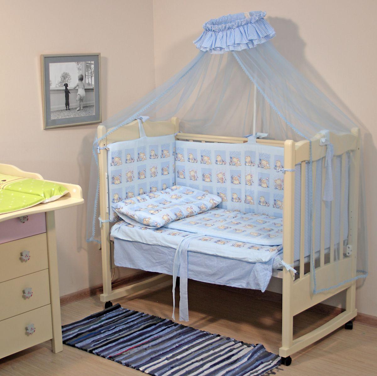 Топотушки Комплект детского постельного белья Мишутка цвет голубой 7 предметов4630008875537Комплект постельного белья из 7 предметов включает все необходимые элементы для детской кроватки. Комплект создает для Вашего ребенка уют, комфорт и безопасную среду с рождения, современный дизайн и цветовые сочетания помогают ребенку адаптироваться в новом для него мире. Комплекты «Топотушки» хорошо вписываются в интерьер как детской комнаты, так и спальни родителей. Как и все изделия «Топотушки» данный комплект отражает самые последние технологии, является безопасным для малыша и экологичным. Российское происхождение комплекта гарантирует стабильно высокое качество, соответствие актуальным пожеланиям потребителей, конкурентоспособную цену.Комплектация: Балдахин 3м (сетка); охранный бампер 360х50см. (из 4-х частей, наполнитель – холлофайбер); подушка 40х60см. (наполнитель – холлофайбер); одеяло 140х110см. (наполнитель – холлофайбер); наволочка 40х60см; пододеяльник 147х112см; простынь на резинке 120х60см