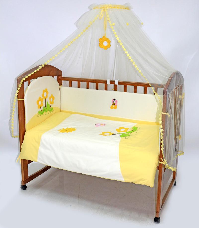 Топотушки Комплект детского постельного белья Полянка цвет желтый белый 7 предметов531-105Комплект постельного белья из 7 предметов включает все необходимые элементы для детской кроватки. Комплект создает для Вашего ребенка уют, комфорт и безопасную среду с рождения; современный дизайн и цветовые сочетания помогают ребенку адаптироваться в новом для него мире. Комплекты «Топотушки» хорошо вписываются в интерьер как детской комнаты, так и спальни родителей. Как и все изделия «Топотушки» данный комплект отражает самые последние технологии, является безопасным для малыша и экологичным. Российское происхождение комплекта гарантирует стабильно высокое качество, соответствие актуальным пожеланиям потребителей, конкурентоспособную цену.Балдахин 4,5м (сетка); охранный бампер 360х40см. (из 4-х частей, наполнитель – холлофайбер); подушка 40х60см. (наполнитель – холлофайбер); одеяло 140х110см. (наполнитель – холлофайбер); наволочка 40х60см; пододеяльник 147х112см; простынь на резинке 120х60см