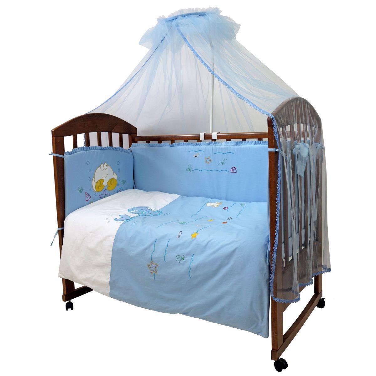 Топотушки Комплект детского постельного белья На волне цвет голубой 7 предметов531-105Комплект постельного белья из 7 предметов включает все необходимые элементы для детской кроватки. Комплект создает для Вашего ребенка уют, комфорт и безопасную среду с рождения; современный дизайн и цветовые сочетания помогают ребенку адаптироваться в новом для него мире. Комплекты «Топотушки» хорошо вписываются в интерьер как детской комнаты, так и спальни родителей. Как и все изделия «Топотушки» данный комплект отражает самые последние технологии, является безопасным для малыша и экологичным. Российское происхождение комплекта гарантирует стабильно высокое качество, соответствие актуальным пожеланиям потребителей, конкурентоспособную цену.Балдахин 3м (сетка); охранный бампер 360х40см. (из 4-х частей, наполнитель – холлофайбер); подушка 40х60см. (наполнитель – холлофайбер); одеяло 140х110см. (наполнитель – холлофайбер); наволочка 40х60см; пододеяльник 147х112см; простынь на резинке 120х60см