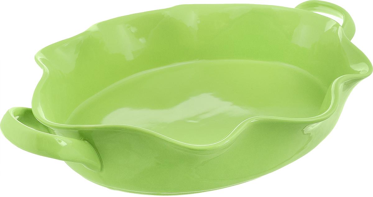Форма для выпечки Frybest Provance, овальная, цвет: зеленый, 44 х 28 х 8 см68/5/3Овальная форма для выпечки Frybest Provance изготовлена из экологически чистой глазурованной керамики, не выделяет вредных химических веществ во время готовки. Форма равномерно нагревается и долго сохраняет тепло, за счет чего блюда получаются изумительно нежными и сочными и сохраняют все витамины и микроэлементы. 180°С - оптимальная температура для медленного томления.Форма имеет волнистые края, высокие стенки и две удобные ручки. Идеально подходит для семейных ужинов и праздников, эта форма станет хорошим украшением стола - готовое блюдо не нужно перекладывать в другую посуду. Форма подходит для приготовления блюд в духовке (до 180°С) и микроволновой печи, можно мыть в посудомоечной машине. Внутренний размер формы: 38 х 28 см. Размер формы (с учетом ручек): 44 х 28 см. Высота стенки: 8 см.