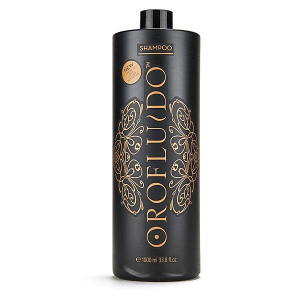 Orofluido Шампунь для волос 1000 млFS-00103Шампунь Orofluido мягко и деликатно очищает волосы, в его основе лежит масляная формула, сочетающая масла арганы, льна и ситника. Льняное масло запечатывает кутикулу, насыщает волосы витамином Е, а также придает локонам изумительный блеск, который точно не останется незамеченным окружающими. Масло арганы восстанавливает пересушенные и сильно поврежденные волосы, возвращает им природную силу и шелковистость. Масло ситника увлажняет, смягчает волосы, прибавляет им эластичность и, приподнимая их от корней, придает объем. В результате ваши волосы становятся на удивление послушными, они легко расчесываются и прекрасно поддаются укладке. В пользу шампуня Orofluido говорит и тонкий аромат ванили и амбры, который он придает волосам.