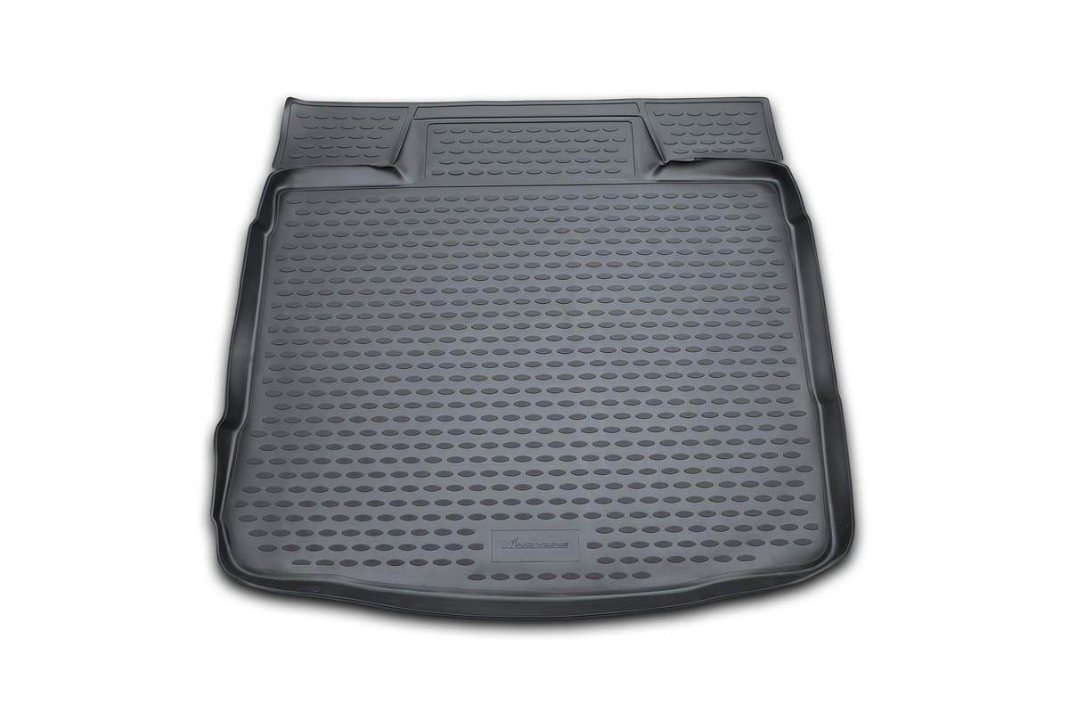 Коврик в багажник автомобиля Novline-Autofamily для VW Golf VI, 04/2009 -FS-80264Автомобильный коврик в багажник позволит вам без особых усилий содержать в чистоте багажный отсек вашего авто и при этом перевозить в нем абсолютно любые грузы. Такой автомобильный коврик гарантированно защитит багажник вашего автомобиля от грязи, мусора и пыли, которые постоянно скапливаются в этом отсеке. А кроме того, поддон не пропускает влагу. Все это надолго убережет важную часть кузова от износа. Мыть коврик для багажника из полиуретана можно любыми чистящими средствами или просто водой. При этом много времени уборка не отнимет, ведь полиуретан устойчив к загрязнениям.Если вам приходится перевозить в багажнике тяжелые грузы, за сохранность автоковрика можете не беспокоиться. Он сделан из прочного материала, который не деформируется при механических нагрузках и устойчив даже к экстремальным температурам. А кроме того, коврик для багажника надежно фиксируется и не сдвигается во время поездки - это дополнительная гарантия сохранности вашего багажа.