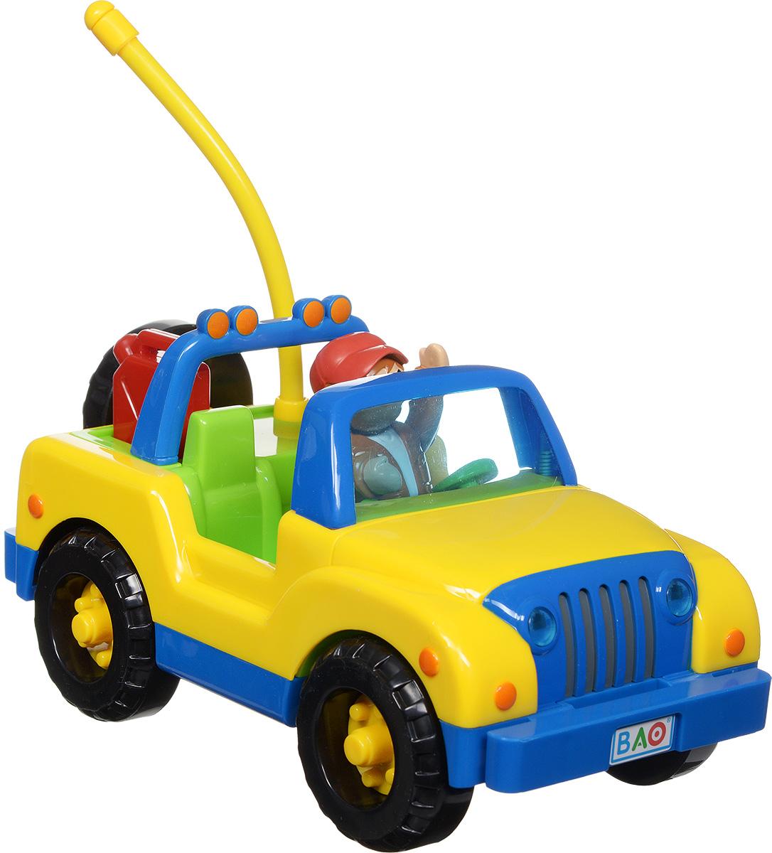 """Машинка на радиоуправлении Smoby """"4 х 4 Driver"""" обязательно понравится вашему ребенку. Игрушка, выполненная из безопасного прочного пластика ярких цветов, надолго привлечет внимание малыша. Пульт управления для самых маленьких содержит всего две кнопки, с помощью которых машинка может ехать вперед и по кругу. Фигурка водителя съемная, также в багажнике помещается съемная канистра. Пульт управления работает на частоте 27 MHz. Радиоуправляемые игрушки развивают моторику ребенка, его логику, координацию движений и пространственное мышление. Порадуйте своего малыша таким замечательным подарком! Для работы игрушки необходимо докупить 4 батарейки напряжением 1,5 V типа АА (не входят в комплект). Для работы пульта управления необходимо докупить 2 батарейки напряжением 1,5 V типа АА (не входят в комплект)."""