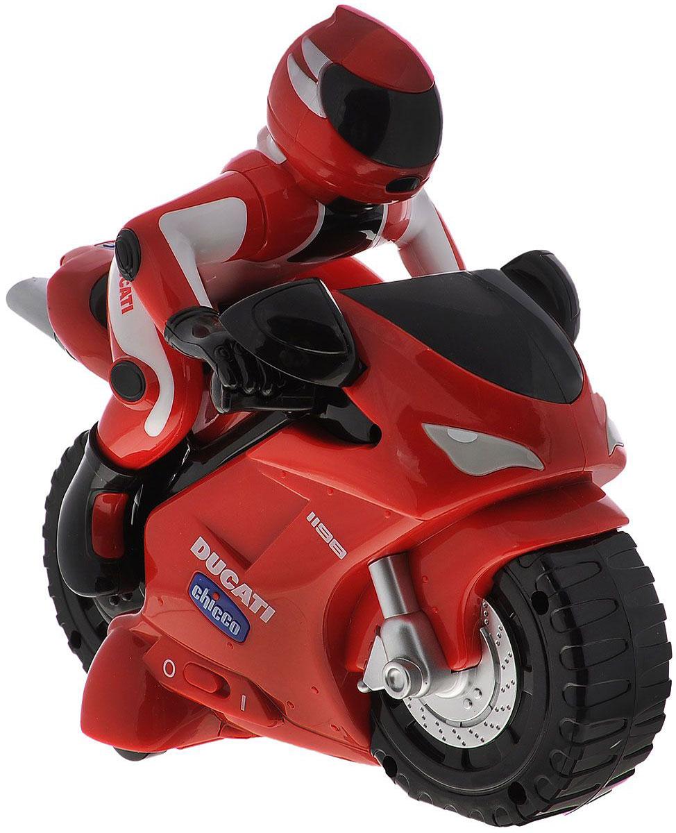 """Гоночный мотоцикл """"Ducati"""" с дистанционным управлением привлечет внимание вашего малыша и не позволит ему скучать, ведь так интересно и захватывающе покатать свой спортивный мотоцикл, или устроить гонку с другом. Мотоцикл, который использует интуитивное управление, разработан специально для самых маленьких. Малышу достаточно просто поворачивать пульт и мотоцикл поедет в нужном направлении. Пульт управления выполнен в виде настоящего руля, что делает игру более увлекательной. Движение мотоцикла сопровождается настоящим звуком мотора. Порадуйте своего непоседу такой замечательной игрушкой! """"Турбо-мотоцикл Ducati 1198 r/c"""" Chicco издает звук работающего мотоциклетного двигателя и может передвигаться в шести различных направлениях. Удобный и легкий пульт управления сделан в виде реального мотоциклетного руля, для изменения направления движения необходимо всего лишь повернуть пульт в нужную сторону. Для работы мотоцикла требуются 4 батарейки типа АА (не входит в..."""