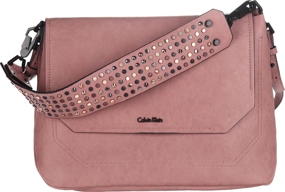 Сумка женская Calvin Klein Jeans, цвет: пепельно-розовый. K60K6009252582-1белыеСтильная сумка женская Calvin Klein Jeans выполнена из полиуретана и оформлена металлической фурнитурой с символикой бренда.Изделие содержит одно отделение, разделенное пополам карманом-средником на застежке-молнии. Закрывается модель на клапан с магнитной кнопкой. Сумка оснащена съемным плечевым ремнем регулируемой длины и съемной широкой лямкой, которая оформлена оригинальными металлическими клепками. К сумке прилагается фирменный чехол.Оригинальный аксессуар от Calvin Klein Jeans позволит вам завершить образ и быть неотразимой.