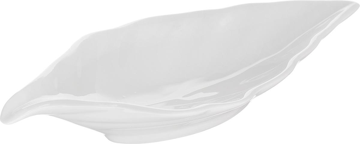 Блюдо сервировочное Walmer Leaf, цвет: белый, 18 х 8,5 см115510Блюдо сервировочное Walmer Leaf изготовлено из высококачественного фарфора в виде листка.Блюдо - необходимая вещь при застолье. Вы можете использовать его для закусок, сырной нарезки, колбасных изделий и, конечно, горячих блюд. Оригинальное сервировочное блюдо станет изысканным украшением вашего праздничного стола.Размер блюда (по верхнему краю): 18 х 8,5 см.