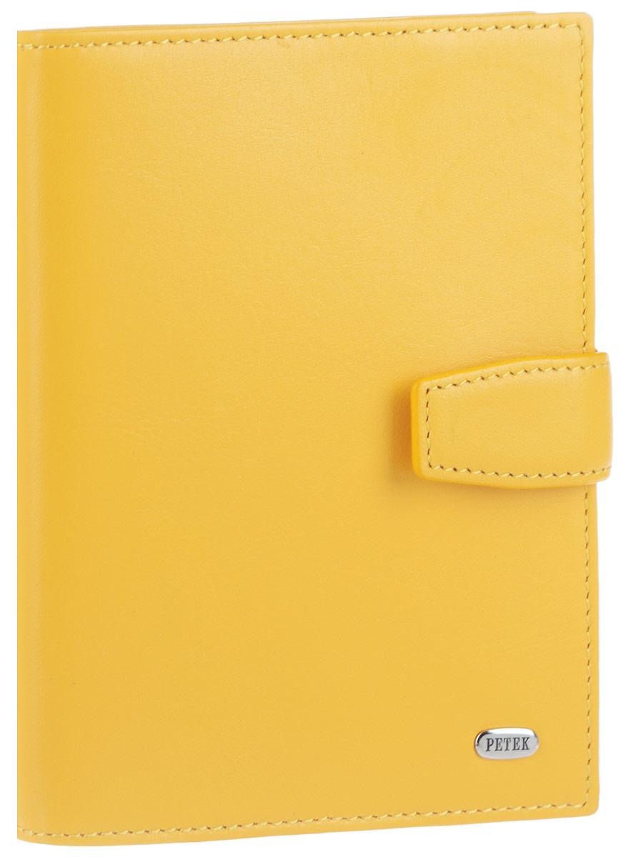Обложка для автодокументов женская Petek 1855, цвет: желтый. 595.167.85Ветерок 2ГФЭлегантная женская обложка для автодокументов Petek 1855 выполнена из натуральной кожи. Изделие оформлено металлической пластиной с гравировкой бренда. Внутри имеется отделение для паспорта, два боковых сетчатых кармана и блок из шести прозрачных файлов из мягкого пластика, один из которых формата А5. Обложка закрывается на хлястик с кнопкой.Такая обложка не только поможет сохранить внешний вид ваших документов и защитит их от повреждений, но и станет стильным аксессуаром, идеально подходящим вашему образу.