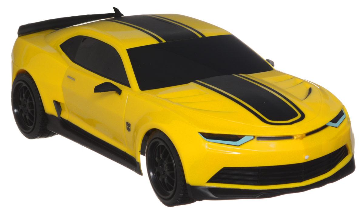 """Машина на радиоуправлении """"Transformers Autobot Bumblebee"""" обязательно привлечет внимание и взрослого, и ребенка, и понравится любому, кто увлекается автомобилями и трансформерами. Это маневренная и реалистичная модель машины из фильма о Трансформерах. Юные автогонщики оценят эту машину за прекрасные технические характеристики и полную свободу передвижений в любую сторону. Моделью легко управлять и любая гонка принесет удовольствие. Управление машинкой происходит с помощью удобного пульта. Автомобиль двигается вперед и назад, поворачивает направо и налево. Автомобиль изготовлен из пластика с металлическими элементами. Колеса игрушки прорезинены и обеспечивают плавный ход, машинка не портит напольное покрытие. Радиоуправляемые игрушки способствуют развитию координации движений, моторики и ловкости. Ваш ребенок часами будет играть с моделью, придумывая различные истории и устраивая соревнования. Порадуйте его таким замечательным подарком! Игрушка работает..."""