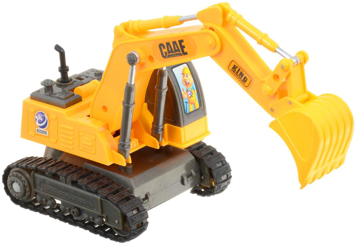 """Гусеничный экскаватор на радиоуправлении Balbi """"Строим вместе"""" понравится любому мальчишке. Он выполнен из прочного яркого пластика и оснащен прорезиненной гусеницей и подвижной стрелой с ковшом. Масштаб машины - 1:36. Управляемый пультом, экскаватор движется вперед, назад, влево и право. Также игрушка оснащена звуковыми и световыми эффектами (звук клаксона, звуковой сигнал предупреждения, горят фары). В комплект входят: экскаватор, пульт управления, зарядное устройство. Ваш ребенок будет в восторге от такого подарка! Работает экскаватор от аккумулятора (входит в комплект). Для работы пульта управления необходимо купить 2 батарейки напряжением 1,5V типа АА (не входят в комплект)."""