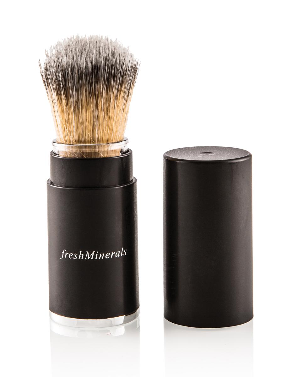 freshMinerals Выдвижная кисть для макияжа1301210Правильная форма выдвижной кисти позволяет использовать ее как для пудры, румян, так и коррекции овала лица. Удобный выдвижной футляр делает ее незаменимой в сумочке и для путешествий!