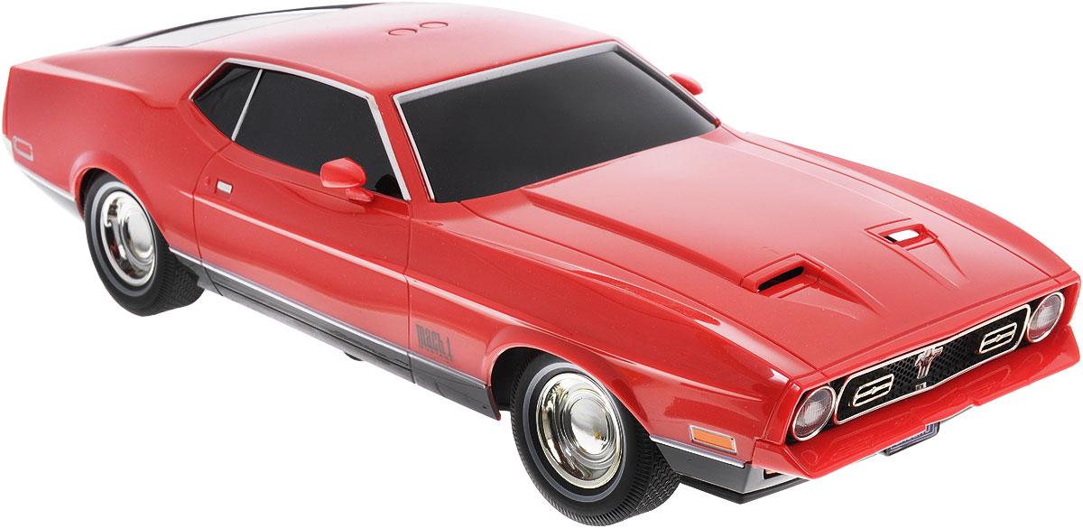 """Радиоуправляемая модель Toystate """"Ford Mustang Mach 1"""" - это миниатюрная копия автомобиля Джеймса Бонда из фильма """"Бриллианты навсегда"""". Машинка даст малышу почувствовать себя в роли популярного шпиона британской спецслужбы MI-6. Модель изготовлена из прочного пластика и отлично подойдет для игры как дома, так и на улице. Управлять машинкой можно двумя способами - с помощью пульта управления, а также с помощью двух кнопок на крыше модели. Модель оснащена световыми и звуковыми эффектами: при нажатии на кнопки звучит музыкальная тема из фильма, раздаются звуки выстрелов и работающего двигателя, светятся и мигают фары. Кроме привычных для радиоуправляемых машинок движений вперед, назад, вправо и влево автомобиль Джеймса Бонда также обладает функцией подъема на задние колеса и наклона в левую сторону, что делает игру еще более интересной. Порадуйте своего маленького секретного агента таким замечательным подарком! Для работы игрушки необходимы 6 батареек типа АА (товар..."""