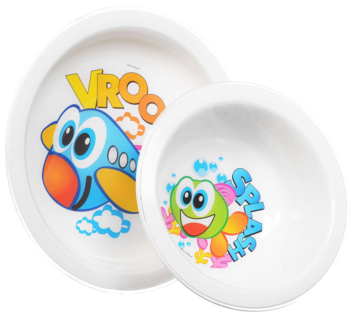 Cosmoplast Набор детской посуды New Baby Set 5 предметовSWG0203Детский сервиз New Baby Set состоит из суповой тарелки, обеденной тарелки, чашки с двумя ручками, ложки и вилки. Яркие пластиковые тарелочки, оформленные изображениями рыбки и самолетика, прекрасно подойдут для кормления ребенка, или самостоятельного приема им пищи. Эргономичная форма позволит удобно держать тарелки во время кормления и легко зачерпывать еду. Набор столовых приборов предназначен специально для ребенка, который только учится самостоятельно держать в ручках ложку и вилку. Набор состоит из двух предметов - ложки и вилки, которые вмещают в себя порции, предназначенные для малыша. Эргономичные ручки удобно располагаются в кулачке ребенка, помогая развивать координацию движений. Для безопасного использования зубцы вилки слегка закруглены, при этом отлично насаживают пищу. Чашка имеет две удобные ручки. Все предметы набора изготовлены из высококачественного пищевого пластика по специальной технологии, которая гарантирует простоту ухода, прочность и безопасность изделий для детей. Предметы сервиза оформлены красочными рисунками, которые обязательно понравятся вашему малышу.Элементы набора не содержат бисфенол-А.