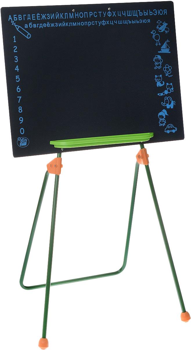 """Игровая школьная доска на ножках """"Palau Toys"""" предлагает ребенку большой выбор развлечений. С ней легко начать любимую детскую ролевую игру """"в школу"""". На доске интересно писать и рисовать мелками. Одновременно с игрой ребенок учится считать и писать. Для того, чтобы упростить и разнообразить процесс обучения, на доске сверху нанесены буквы русского алфавита, слева - цифры от 1 до 0, а справа - различные рисунки. Внизу предусмотрена небольшая полочка для мелков. Доска устанавливается на металлические ножки."""