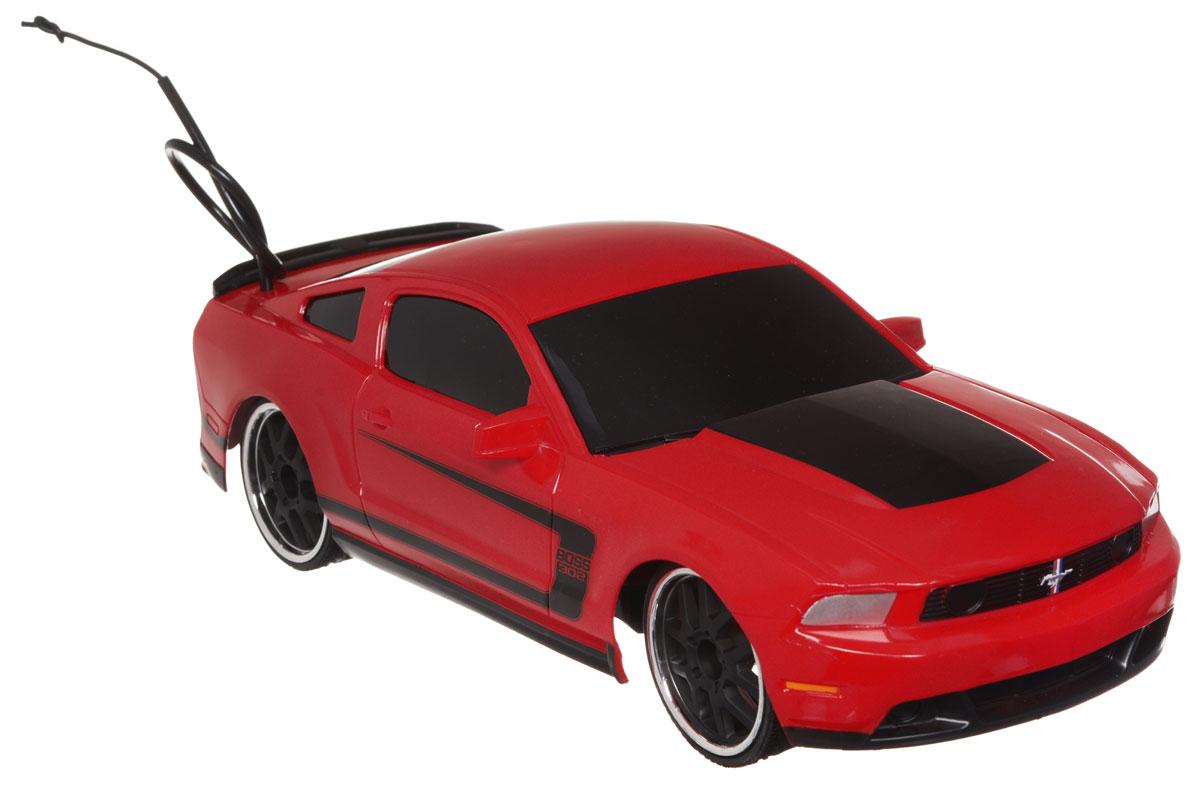 """Радиоуправляемая модель Jada """"Ford Mustang Boss 302"""" привлечет к себе внимание не только детей, но и взрослых. Машина является точной уменьшенной копией настоящего автомобиля в масштабе 1:16. Машина при помощи пульта управления движется вперед, дает задний ход, поворачивает влево и вправо, останавливается. Модель обладает высокой стабильностью движения, что позволяет полностью контролировать его процесс, управляя уверенно без суеты. Радиоуправляемые игрушки способствуют развитию координации движений, моторики и ловкости. Такая модель автомобиля станет отличным подарком человеку, ценящему оригинальность и изысканность, а качество исполнения представит такой подарок в самом лучшем свете. Машина работает от встроенного аккумулятора, который заряжается при помощи USB-кабеля (входит в комплект). Пульт работает от 2 батареек типа АА (входят в комплект)."""