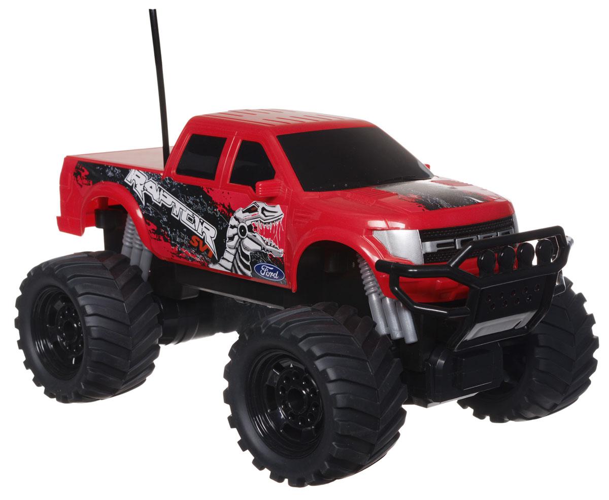 """Радиоуправляемая модель Jada """"Ford 150 Raptor"""" обязательно привлечет внимание и взрослого, и ребенка, и несомненно понравится любому, кто увлекается автомобилям. Модель выполнена в масштабе 1:16 и является точной уменьшенной копией настоящего автомобиля Ford 150 Raptor. Все дети хотят иметь в наборе своих игрушек ослепительные, невероятные и модные автомобили на радиоуправлении. Тем более, если это автомобиль известной марки с проработкой всех деталей, удивляющий приятным качеством и видом. Машина при помощи пульта управления движется вперед, дает задний ход, поворачивает влево и вправо, останавливается. Колеса игрушки имеют протекторы, что обеспечивает плавный ход, машинка не портит напольное покрытие. Ваш ребенок часами будет играть с моделью, придумывая различные истории и устраивая соревнования. Порадуйте его таким замечательным подарком! Машина работает от встроенного аккумулятора, который заряжается при помощи USB-кабеля (входит в..."""