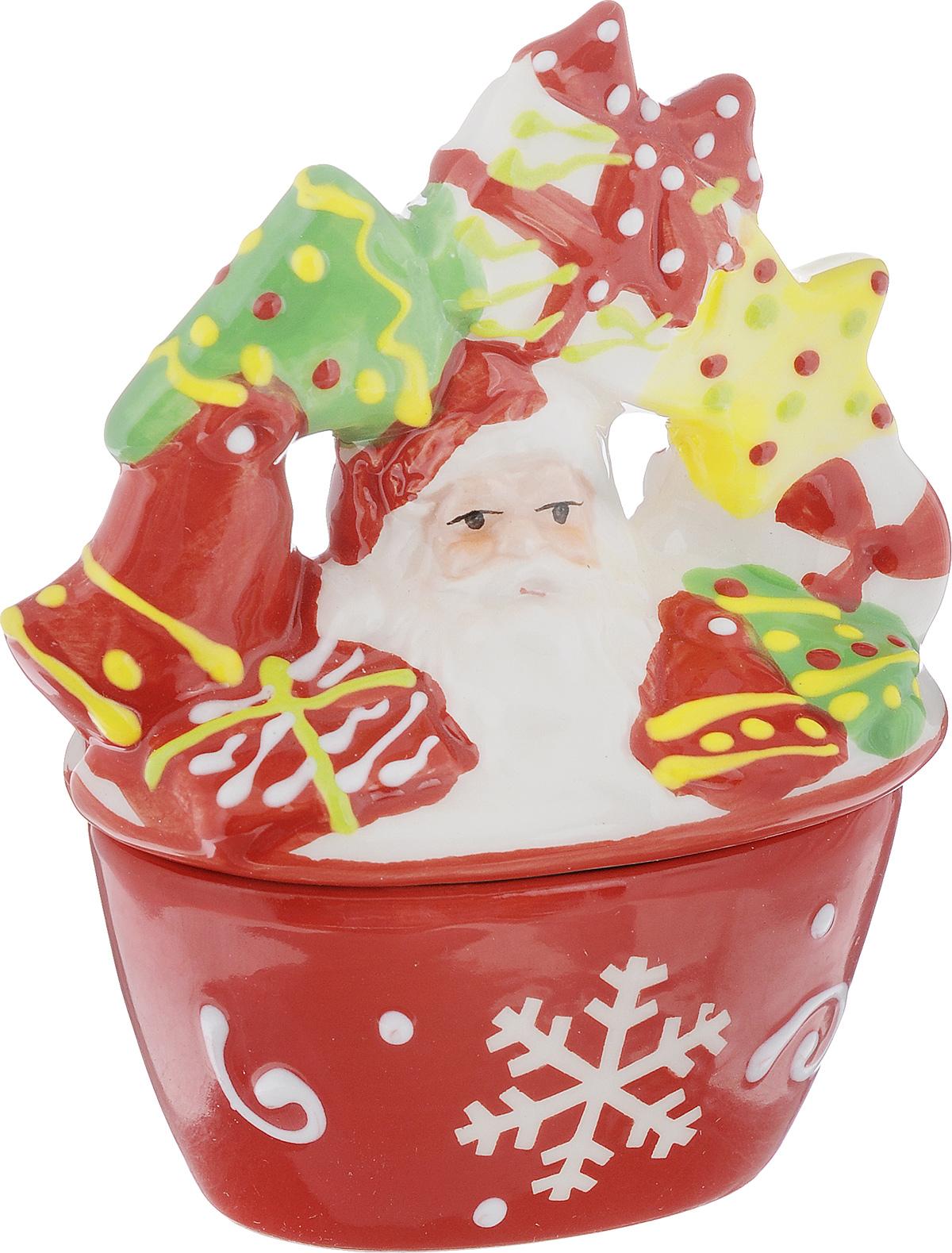 Конфетница House & Holder, с крышкой, 9 х 5 х 11 см115510Конфетница House & Holder выполнена извысококачественной керамики, оснащена крышкойс изображение Деда Мороза с подарками. Изделиеоформлено в новогоднем стиле. Конфетница оригинально украсит ваш стол иподчеркнет изысканный вкус хозяйки.Размер конфетницы (без учета крышки): 7,3 х 4,7х 4 см.Размер конфетницы (с учетом крышки): 19,5 х 14 х20,5 см.
