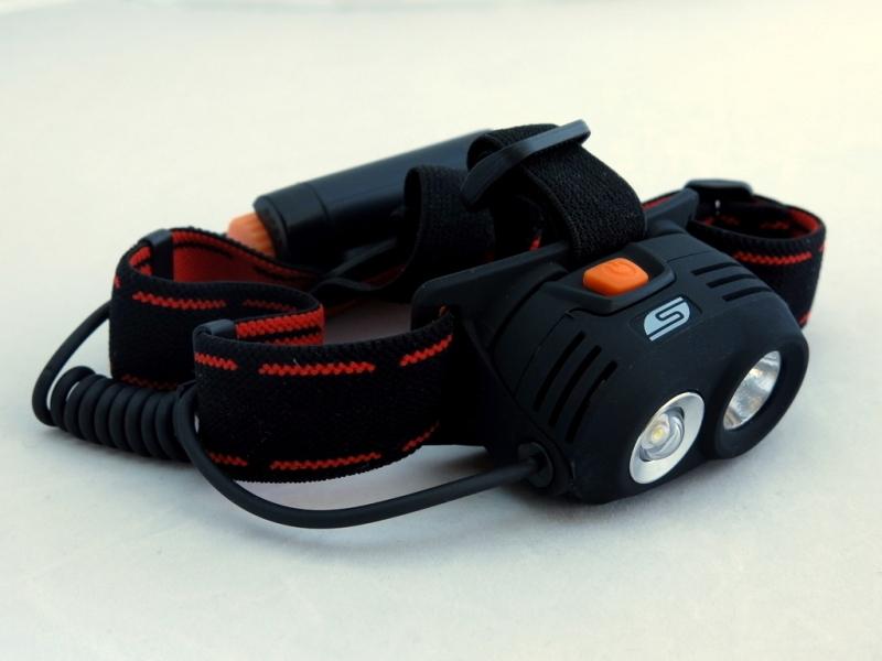 Фонарь светодиодный Solaris M40, налобный, цвет: черныйKOC-H19-LEDМощный высококачественный налобный светодиодный фонарь Solaris M40 с двумя рефлекторами - для дальнего и ближнего света.Корпус фонаря выполнен из противоударного ABS пластика.Водозащищенный — стандарт IPX6. Особенность фонаря:- 2 специализированных диффузора-рефлектора;- параболический рефлектор дальнего света снабжен современным светодиодом CREE XR-E R2 (США);- рефлектор ближнего света снабжен куполообразной линзой для лучшего рассеивания света и светодиодом мощностью 3 ватта.Головная часть фонаря имеет трещоточный механизм и цапфы для регулировки по вертикальной оси - этим достигается изменение направления светового луча по высоте.Фонарь имеет отдельный от основного блока батарейный отсек с запирающейся на винт водонепроницаемой крышкой.Встроенный стабилизатор напряжения.Комплектация:- фонарь - 2 батарейки АА.Мощность светового потока: 160 люмен. Дальность освещения: 120 метров.Широкое панорамное освещение в радиусе 10-15 метров.