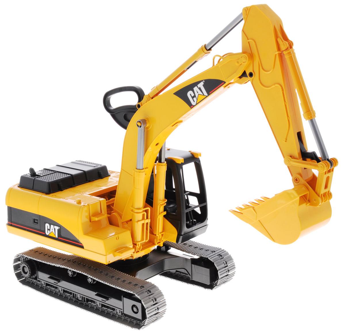 """Гусеничный экскаватор Bruder """"Cat"""", выполненный из прочного и безопасного материала, обязательно понравится каждому мальчику и займет его увлекательной игрой. Машина является уменьшенной копией экскаватора фирмы Cat. Экскаватор оснащен большим ковшом, с помощью которого можно перемещать материалы (камушки, песок, веточки и др.), убирать строительный мусор или расчищать площадку. Мощный экскаватор за считанные минуты справляется с большой глыбой песка. Экскаватором легко копать, держась за ручку на его стреле. Две опоры обеспечивают устойчивое положение. Можно заменить навесное оборудование экскаватора. Крышка моторного отсека поднимается, открывая тем самым доступ к двигателю. В незастекленную кабину машины легко поместится небольшая игрушка. С этим реалистично выполненным экскаватором ваш малыш часами будет занят игрой."""