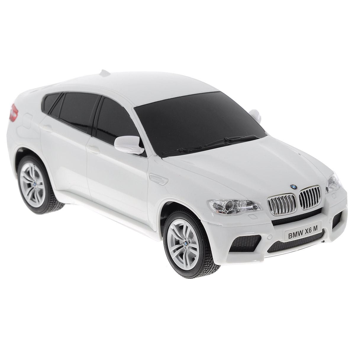 """Все мальчишки любят мощные крутые тачки! Особенно если это дорогие машины известной марки, которые, проезжая по улице, обращают на себя восторженные взгляды пешеходов. Радиоуправляемая модель TopGear """"BMW X5"""" - это детальная копия существующего автомобиля в масштабе 1:24. Машинка изготовлена из прочного легкого пластика; колеса прорезинены. При движении передние и задние фары машины светятся. При помощи пульта управления автомобиль может перемещаться вперед, дает задний ход, поворачивает влево и вправо, останавливается. Встроенные амортизаторы обеспечивают комфортное движение. В комплект входят машинка, пульт управления, зарядное устройство (время зарядки составляет 4-5 часов), аккумулятор и 2 батарейки. Автомобиль отличается потрясающей маневренностью и динамикой. Ваш ребенок часами будет играть с моделью, устраивая захватывающие гонки. Машина работает от аккумулятора 500 mAh напряжением 3,6V (входит в комплект). Пульт управления работает от 2..."""