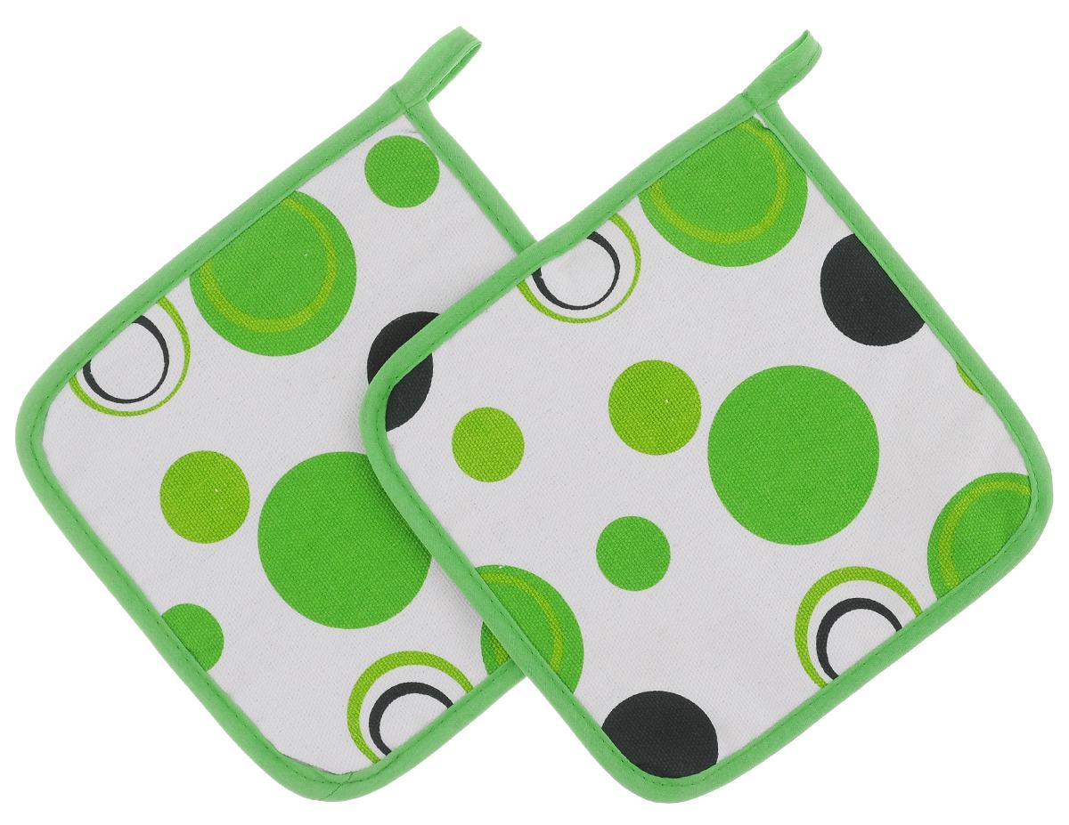 Прихватки Schaefer Кружки, цвет: белый, зеленый, 18 х 18 см, 2 штВетерок 2ГФКрасочные прихватки Schaefer Кружки изготовлены из 100% хлопка. Изделия станут украшением любой кухни. С помощью специальной петельки прихватки можно вешать на крючок. Отличный вариант для практичной и современной хозяйки.