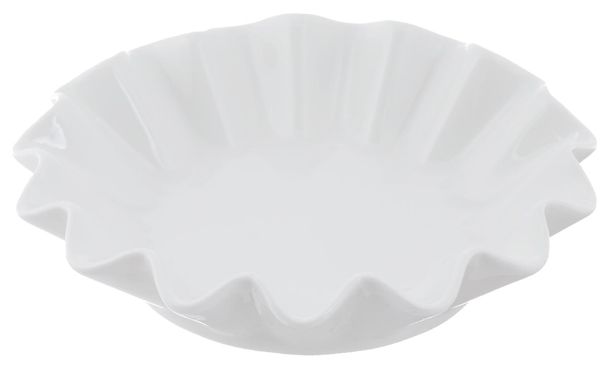 Блюдо сервировочное Walmer Lotus, цвет: белый, диаметр 20 см740144Блюдо сервировочное Walmer Lotus изготовлено из высококачественного фарфора и имеет рельефные стенки. Блюдо - необходимая вещь при застолье. Вы можете использовать его для закусок, сырной нарезки, колбасных изделий и, конечно, горячих блюд. Изумительное сервировочное блюдо станет изысканным украшением вашего праздничного стола.