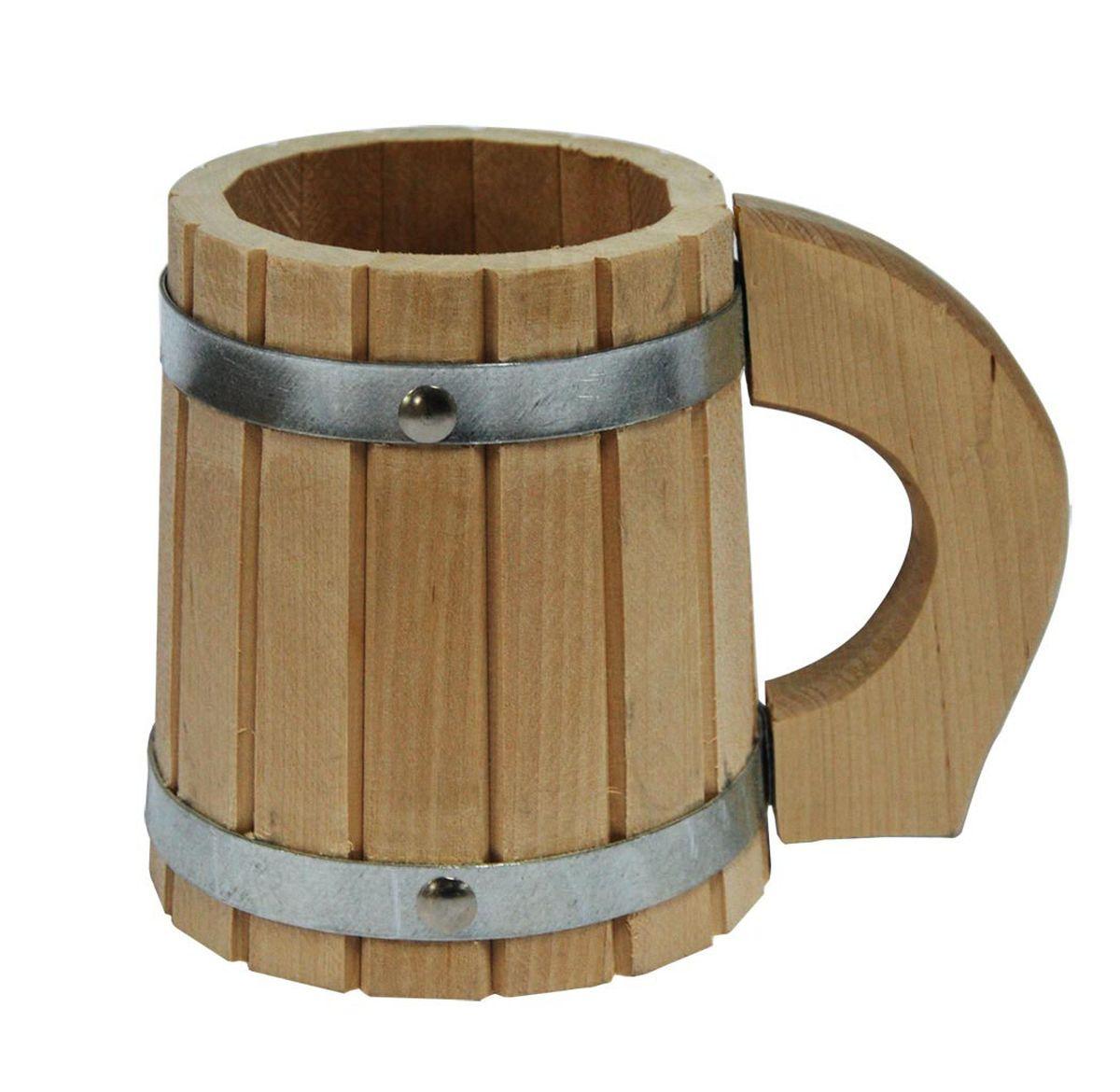 Кружка для бани и сауны Proffi Home, 0,5 лPS0150Кружка Proffi Home выполнена из березы. Она просто незаменима для подачи напитков, приготовления отваров из трав и ароматических масел, также подходит для декора или в качестве сувенира. Эксплуатация бондарных изделий.Перед первым использованием бондарное изделие рекомендуется подготовить. Для этого нужно наполнить изделие холодной водой и оставить наполненным на 2-3 часа. Затем необходимо воду слить, обдать изделие сначала горячей, потом холодной водой. Не рекомендуется оставлять бондарные изделия около нагревательных приборов, а также под длительным воздействием прямых солнечных лучей.С момента начала использования бондарного изделия не рекомендуется оставлять его без воды на срок более 1 недели. Но и продолжительное время хранить в таких изделиях воду тоже не следует.После каждого использования необходимо вымыть и ошпарить изделие кипятком. В качестве моющих средств желательно использовать пищевую соду либо раствор горчичного порошка.Правильное обращение с бондарными изделиями позволит надолго сохранить их эксплуатационные свойства и продлить срок использования! Материал: дерево.