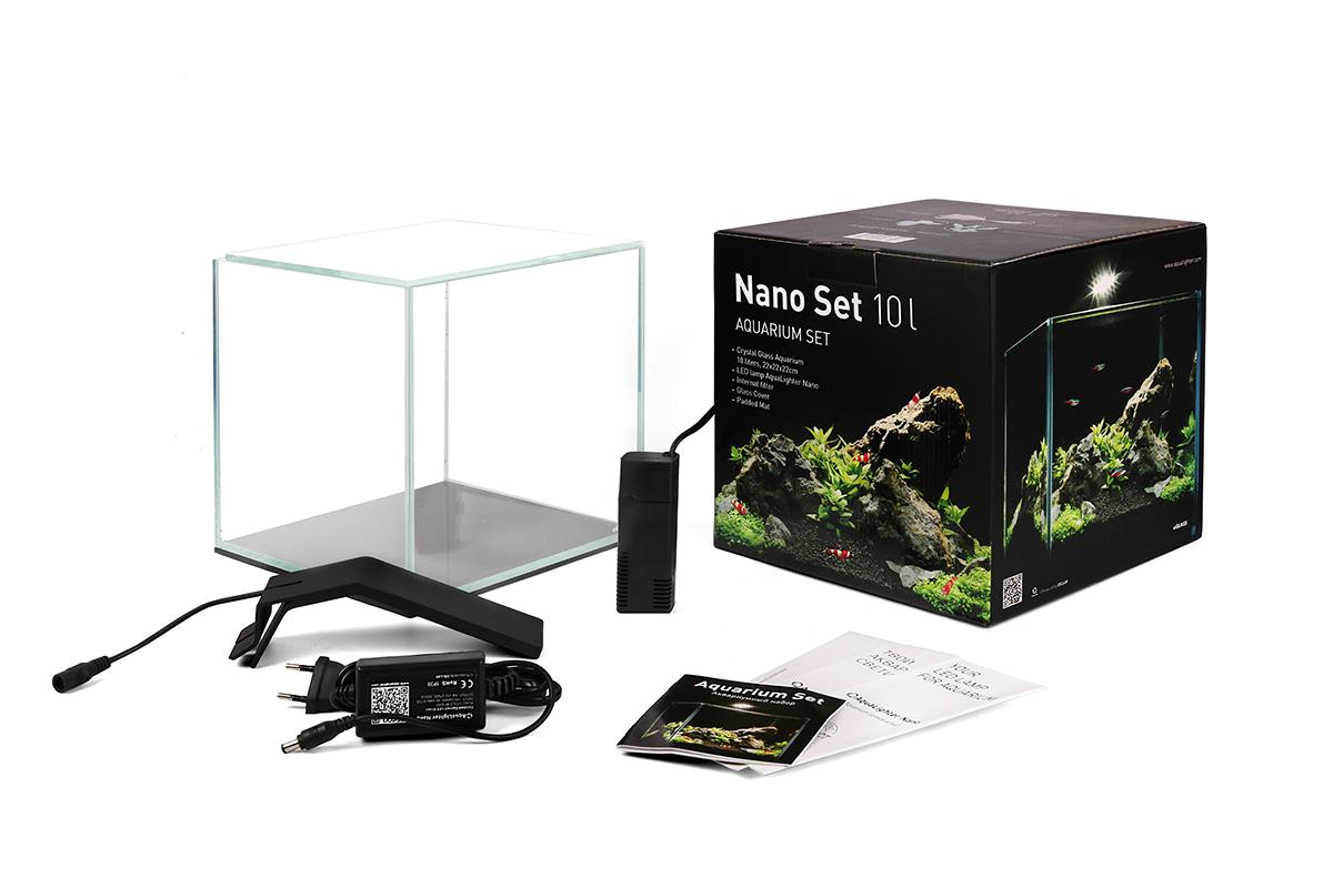 Аквариумный набор AquaLighter Nano Set, 10 л0120710Набор отлично подходит для содержания несложных видов растений, креветок, мелких видов рыб. Практичный, удобный, не занимает много места.В состав набора входят: аквариум aGLASS из сверхпрозрачного стекла объемом 10 литров, аквариумный светильник AquaLighter Nano, внутренний фильтр, подложка, покровное стекло.