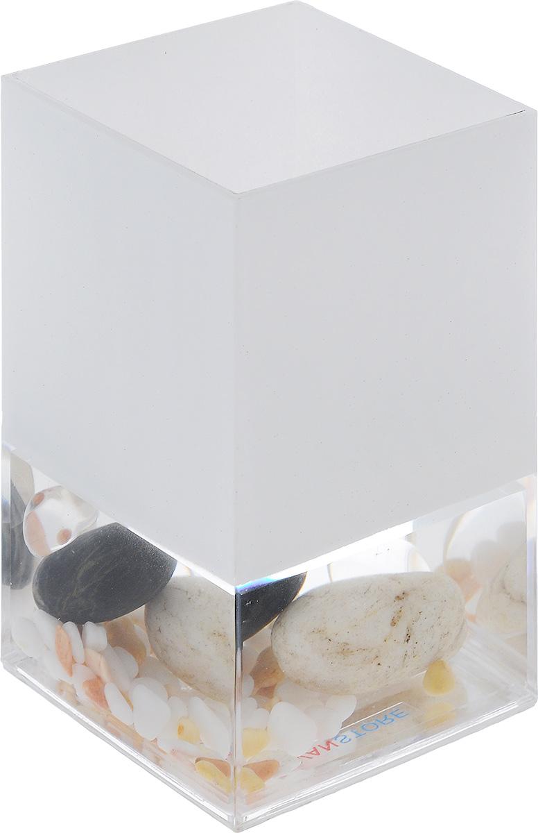 Стакан для ванной комнаты Vanstore Stones, высота 12 смCLP446Стакан для ванной комнаты Vanstore Stones изготовлен из высококачественного пластика. В стакане удобно хранить зубные щетки, пасту и другие принадлежности. Такой аксессуар для ванной комнаты стильно украсят интерьер и добавят в обычную обстановку яркие и модные акценты.Размер стакана: 6,5 х 6,5 х 12 см.