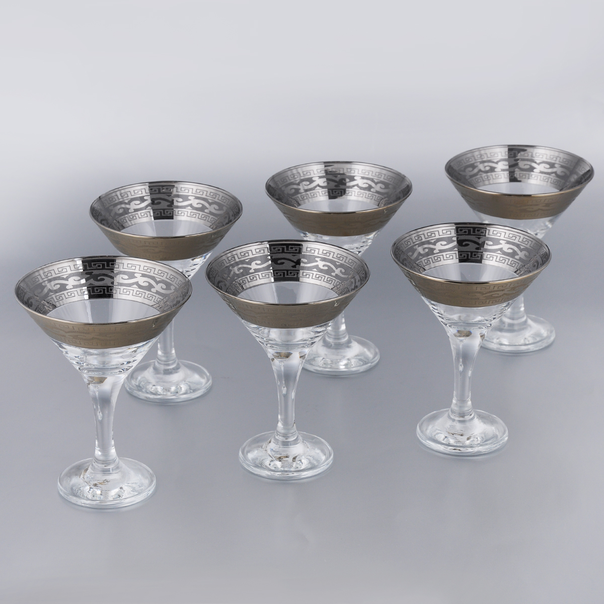 Набор бокалов для мартини Гусь-Хрустальный Версаче, 170 мл, 6 шт440146BНабор Гусь-Хрустальный Версаче состоит из 6 бокалов на длинных ножках, изготовленных из высококачественного натрий-кальций-силикатного стекла. Изделия оформлены оригинальной окантовкой и предназначены для подачи мартини. Такой набор прекрасно дополнит праздничный стол и станет желанным подарком в любом доме. Разрешается мыть в посудомоечной машине. Диаметр бокала (по верхнему краю): 10,5 см. Высота бокала: 13,5 см. Диаметр основания бокала: 6,3 см.