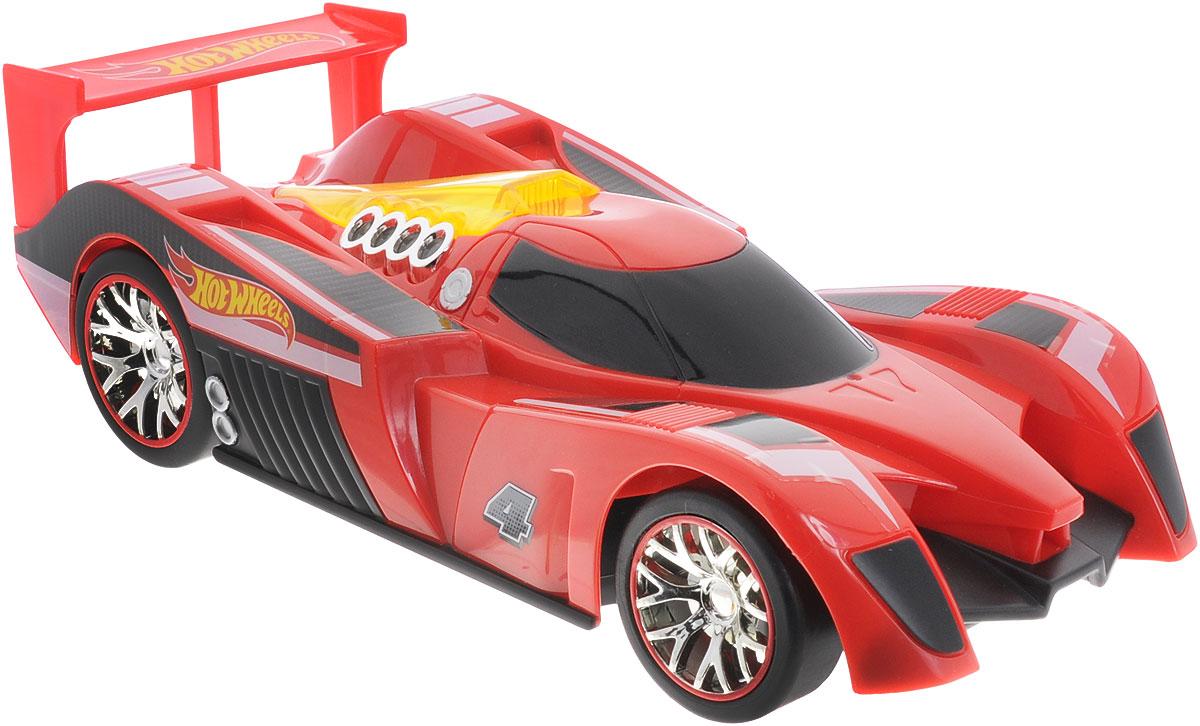 """Радиоуправляемая модель Hot Wheels """"Nitro Charger"""" привлечет внимание не только ребенка, но и взрослого и станет отличным подарком любителю всего оригинального и необычного. Машинка является уменьшенной копией спортивного автомобиля с мощнейшими амортизаторами Nitrocharger Sport. Модель изготовлена из ударопрочной пластмассы высокого качества, шины выполнены из мягкой резины. При помощи пульта управления она перемещается вперед, дает задний ход, поворачивает влево и вправо. Мотор машины может работать в режиме """"турбо"""", благодаря чему она разгоняется до большой скорости. Дополнительную эффектность авто придает подсветка двигателя. Машина обладает высокой стабильностью движения, что позволяет полностью контролировать его процесс, управляя уверенно и без суеты. Подсвеченный двигатель, настоящая резина на колесах и высокая детализация - все это позволит почувствовать настоящее удовольствие от управления машиной. Ваш ребенок часами будет играть с моделью, придумывая..."""