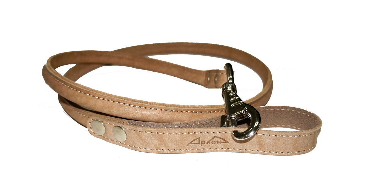 Поводок для собак Аркон Стандарт, цвет: бежевый, ширина 1,6 см, длина 140 см. пкПК5/20ЛБКруглый поводок для собак Аркон Стандарт изготовлен из высококачественной натуральной кожи. Карабин выполнен из легкого сверхпрочного сплава. Изделие отличается не только исключительной надежностью и удобством, но и привлекательным современным дизайном.Поводок - необходимый аксессуар для собаки. Ведь в опасных ситуациях именно он способен спасти жизнь вашему любимому питомцу. Иногда нужно ограничивать свободу своего четвероногого друга, чтобы защитить его или себя от неприятностей на прогулке. Длина поводка: 140 см.Ширина поводка: 1,6 см.