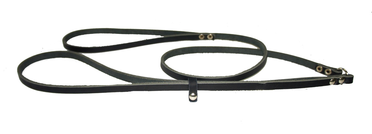 Ринговка для собак Аркон Стандарт, цвет: черный, ширина 0,8 см, длина 110 смо35/1счРинговка Аркон Стандарт - это специальный поводок, состоящий из петли с фиксатором и, собственно, поводка. Выполнена из натуральной кожи, фурнитура - из высококачественного металла. Ринговка является самым распространенным видом амуниции для показа собаки на выставке или занятий рингдрессурой. Ринговку подбирают в тон окраса собаки, если собака пятнистая - то в тон преобладающего окраса или, наоборот, контрастную. Ширина: 0,8 см.Длина: 110 см.