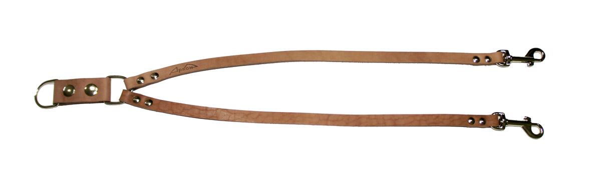 Сворка для собак Аркон Стандарт, цвет: светло-коричневый, ширина 1,2 см, длина 57 см0120710Сворка Аркон Стандарт выполнена из высококачественного металла и натуральной кожи. Это раздвоенный поводок с двумя карабинами, концы которых соединены одним кольцом. Изделие предназначено для вождения двух собак в общественных местах. Очень легкая, прочная и удобная в эксплуатации. Ширина сворки: 1,2 см.Длина сворки: 57 см.