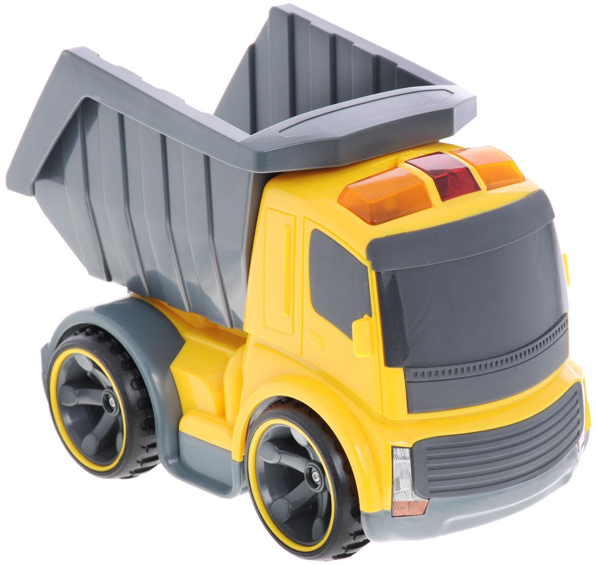Самосвал на инфракрасном управлении Silverlit - это строительный грузовик-самосвал инновационной серии Power in Fun. Полнофункциональное управление - вперед-назад, влево-вправо, пропорциональное точное управление скоростью, реалистичные звуковые эффекты, световые эффекты - горят сигнальные фонари на кабине грузовика. Оригинальный пульт управления - в виде рации. И еще одна особенность - с одного пульта можно управлять различными строительными машинами серии Power in Fun: кроме грузовика, еще бульдозером или тягачом. У самосвала поднимается и опускается кузов (вручную). На пульте управления: кнопки управления звуковыми эффектами - мотор и сигнал, световыми эффектами - сигнальные огни на кабине, рычажки управления движением транспортного средства, переключатель выбора управляемого транспортного средства. Порадуйте своего малыша таким замечательным подарком! Для работы игрушки необходимы 3 батарейки типа АА (не входят в комплект). Для работы пульта управления...