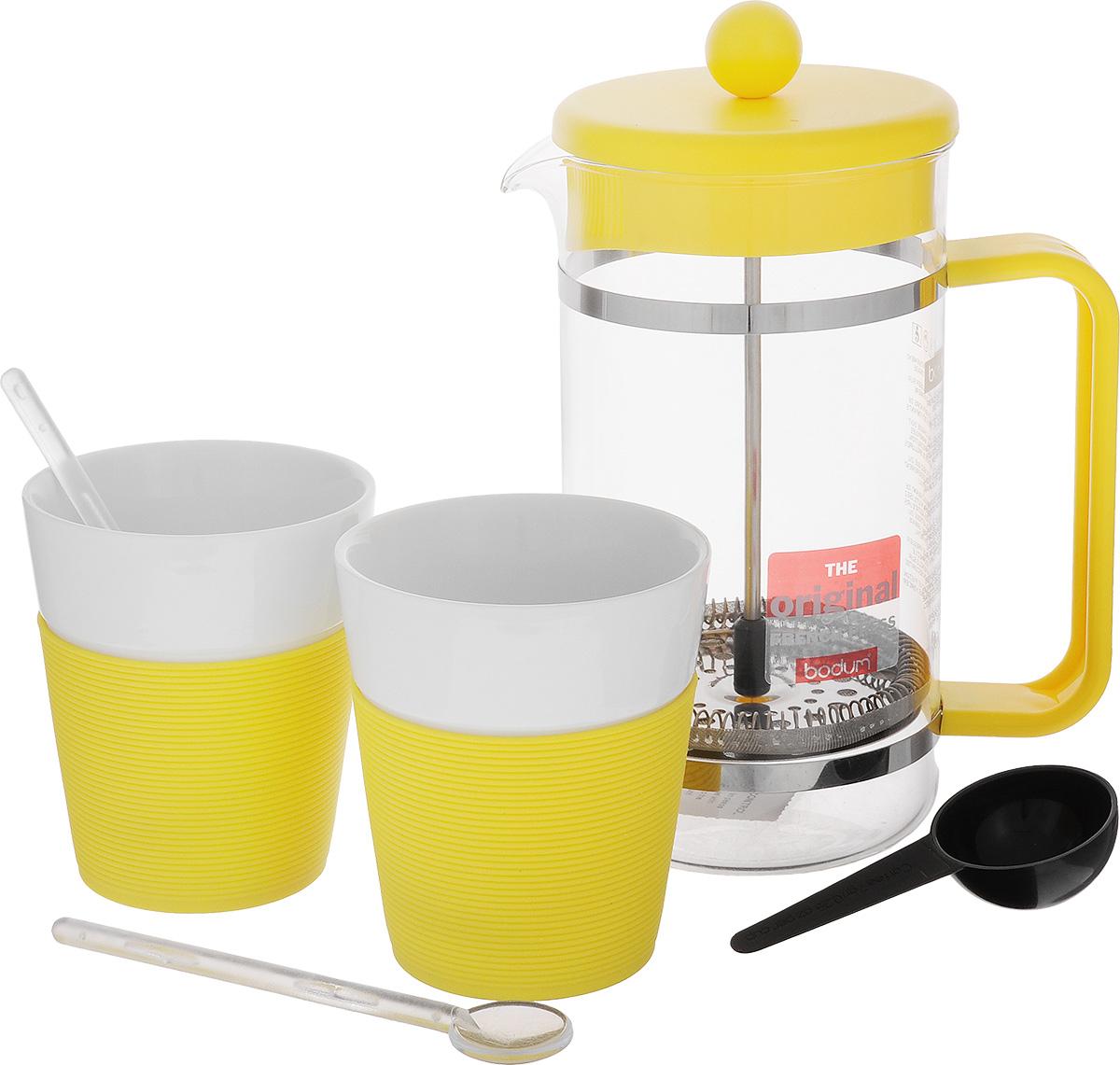 Набор кофейный Bodum Bistro, цвет: желтый, белый, 5 предметов115510Кофейный набор Bodum Bistro состоит из чайника френч-пресса, 2 стаканов и 2 ложек. Френч-пресс выполнен из высококачественного жаропрочного стекла, нержавеющей стали и пластика. Френч-пресс - это заварочный чайник, который поможет быстро приготовить вкусный и ароматный чай или кофе. Металлический нержавеющий фильтр задерживает чайные листочки и частички зерен кофе. Засыпая чайную заварку или кофе под фильтр, заливая горячей водой, вы получаете ароматный напиток с оптимальной крепостью и насыщенностью. Остановить процесс заваривания легко, для этого нужно просто опустить поршень, и все уйдет вниз, оставляя сверху напиток, готовый к употреблению. Для френч-пресса предусмотрена специальная пластиковая ложечка. Элегантные стаканы выполнены из высококачественного фарфора и оснащены резиновой вставкой, защищающей ваши руки от высоких температур. В комплекте - 2 мерные ложечки, выполненные из пластика. Яркий и стильный набор украсит стол к чаепитию и станет чудесным подарком к любому случаю. Изделия можно мыть в посудомоечной машине.Объем френч-пресса: 1 л. Диаметр френч-пресса (по верхнему краю): 10 см. Высота френч-пресса: 22 см. Объем стакана: 300 мл. Диаметр стакана по верхнему краю: 8 см. Высота стакана: 10 см. Длина мерной ложки: 14 см.