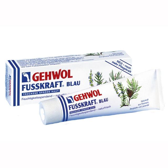 Gehwol Fusskraft Blau - Голубой бальзам для ног 125 мл1*10207Средство Голубой бальзам Геволь Фусскрафт (Gehwol Fusskraft Blau) содержит натуральные и смягчающие компоненты, такие как, ланолин в сочетании с алое-вера и мочевиной, которые обеспечивают необходимый уход за сухой, грубой и потрескавшейся кожей ног. Нормализует потоотделение и избавляет от неприятного запаха пота.Натуральные эфирные масла из розмарина, горной сосны и лаванды, входящие в Голубой бальзам Геволь Фусскрафт, а также оживляющая камфара и охлаждающий ментол сразу же снимают ощущение жжения, тяжесть и боли в ногах.Назначение:Натуральные эфирные масла, оживляющая камфара и охлаждающий ментол сразу же облегчают ощущения жжения и снимают боли в ногах.Ноги укрепляются.Нормализует потоотделение.Разложение уже выделенного пота прекращается.Такие натуральные и смягчающие жиры, как, например, ланолин, дают необходимый уход сухой, потрескавшейся коже и делают ее снова эластичной, упругой и гладкой.Активные компоненты: розмариновое масло, сосновое масло, лавандовое масло, камфара, ментол, ланолин, климбазол.Проверено по дерматологическим показателям. Благоприятно применение при заболевании диабетом.Уважаемые клиенты! Обращаем ваше внимание на то, что упаковка может иметь несколько видов дизайна. Поставка осуществляется в зависимости от наличия на складе.