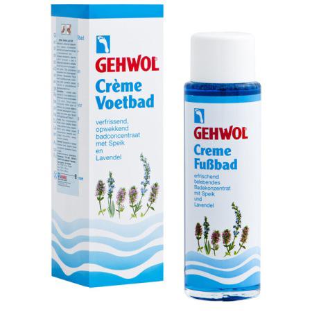 Gehwol Creme Fussbad - Крем-ванна для ног Лаванда 150 млELD-49Крем-ванна для ног Лаванда Геволь (Gehwol Creme-Fusbad) - концентрат эфирного масла лаванды, успокаивающе действующий на уставшие болезненные и перенапряженные ноги. Активные ингредиенты средства глубоко проникают в кожу и эффективно смягчают ее, оказывая воздействие аналогичное воздействию крема.При регулярном применении ванна предотвращает грибковые заболевания. Она обладает успокаивающим действием, и продолжительное время дезодорирует ноги.Назначение:Успокаивает уставшие болезненные и перенапряженные ноги.Эффективно смягчает кожу ног.При регулярном применении предотвращает грибковые заболевания.Обладает дезодорирующим действием.Активные компоненты: лавандовое масло, ментол, каприл глицерид, мочевина, хлорид натрия, вода.