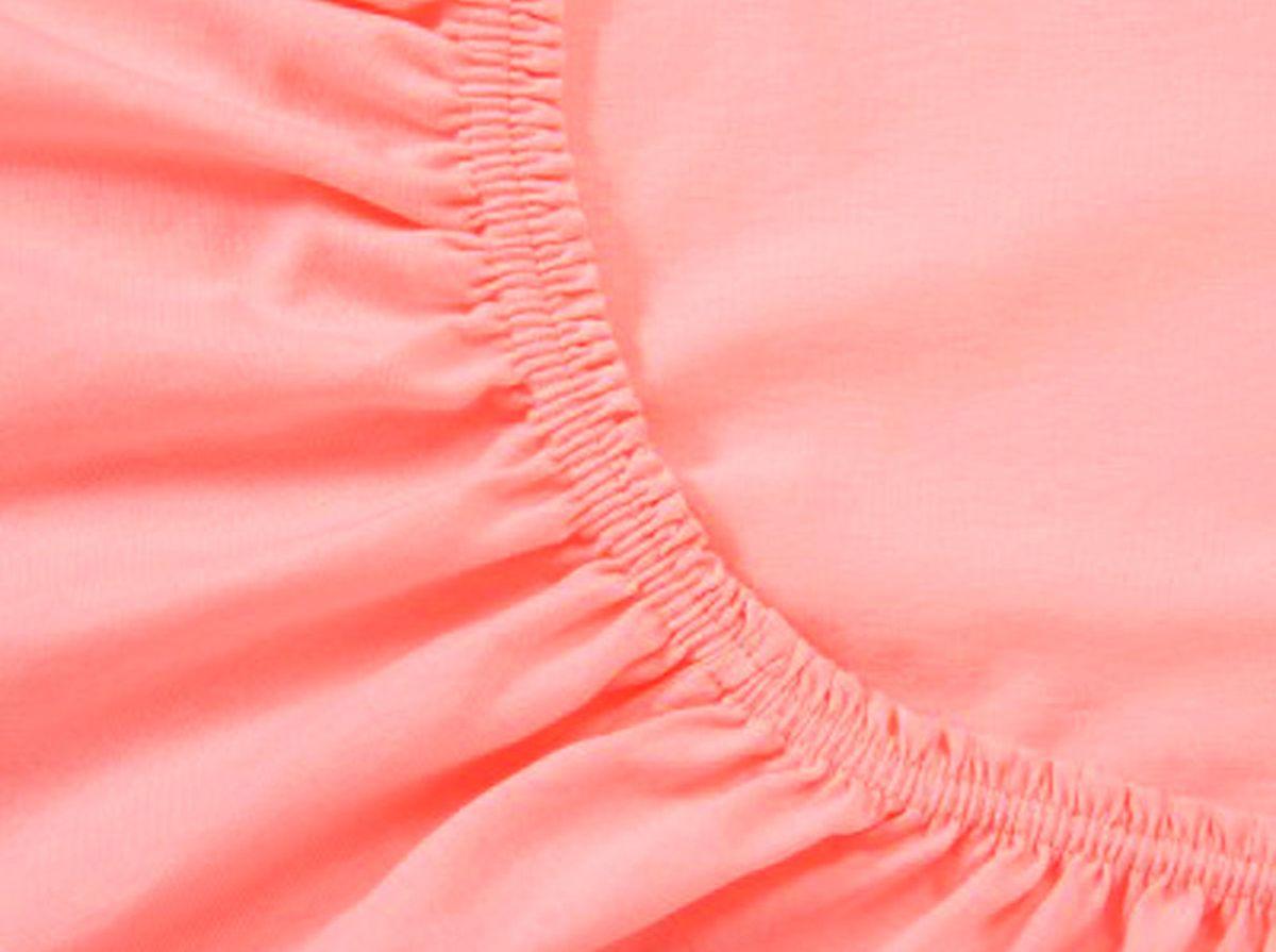 Простыня на резинке Хлопковый Край, цвет: коралловый, 120 х 200 смЭ-ПР-02-35Простыня на резинке Хлопковый Край изготовлена из натурального хлопка. Она обладает высокой плотностью, необычайной мягкостью и шелковистостью. Простыня из такого материала выдержит большое количество стирок и не потеряет цвет. Простыня прошита резинкой по всему периметру, что обеспечивает более комфортный отдых, так как она прочно удерживается на матрасе и избавляет от необходимости часто поправлять простыню. Простыня на резинке Хлопковый Край абсолютно безопасна для самых маленьких членов семьи.Выбрав простыню нужной вам расцветки, вы можете легко комбинировать ее с различным постельным бельем.Подходит для матрасов высотой до 25 см.